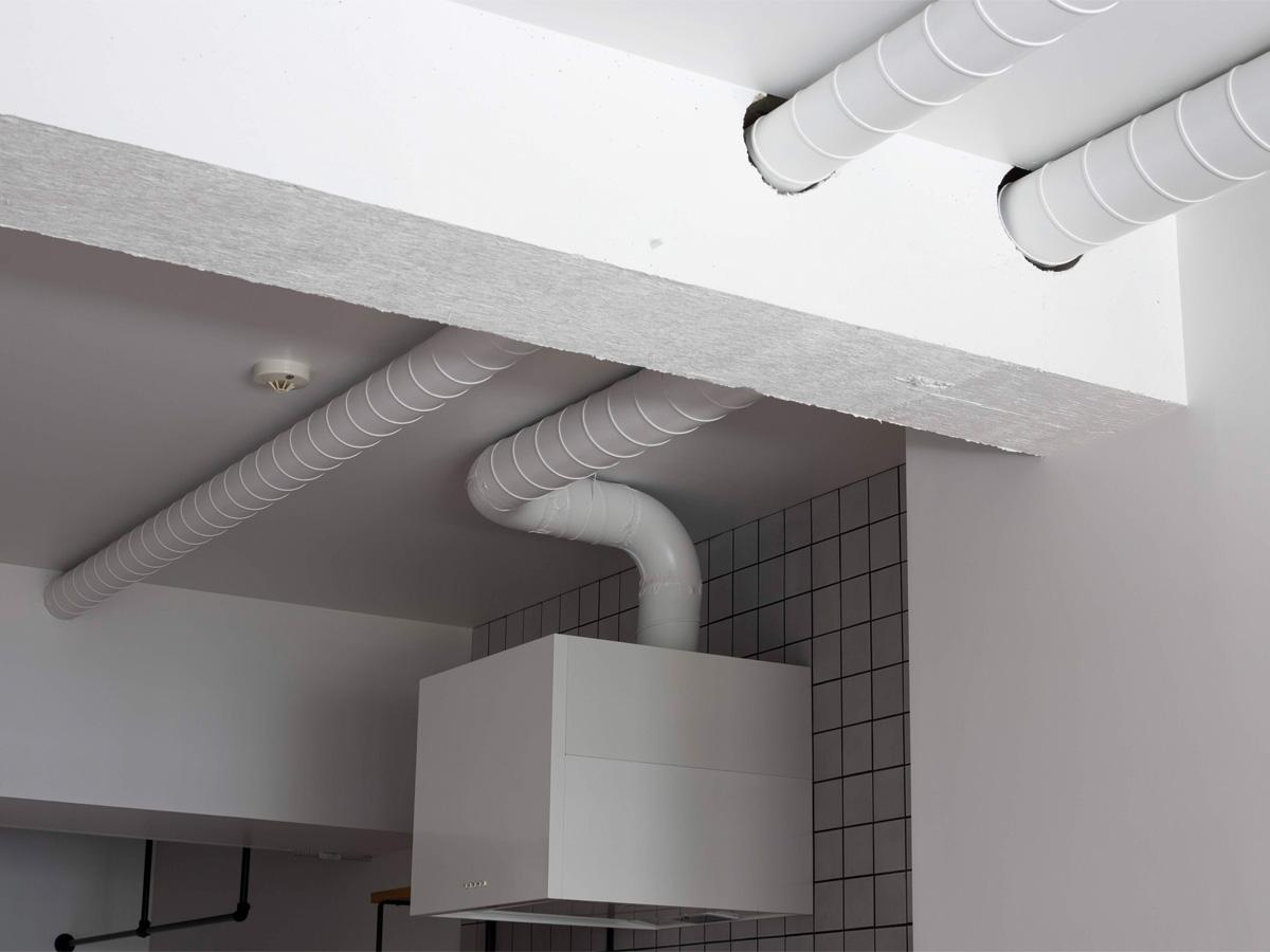 天井と配管を白塗装(10階)