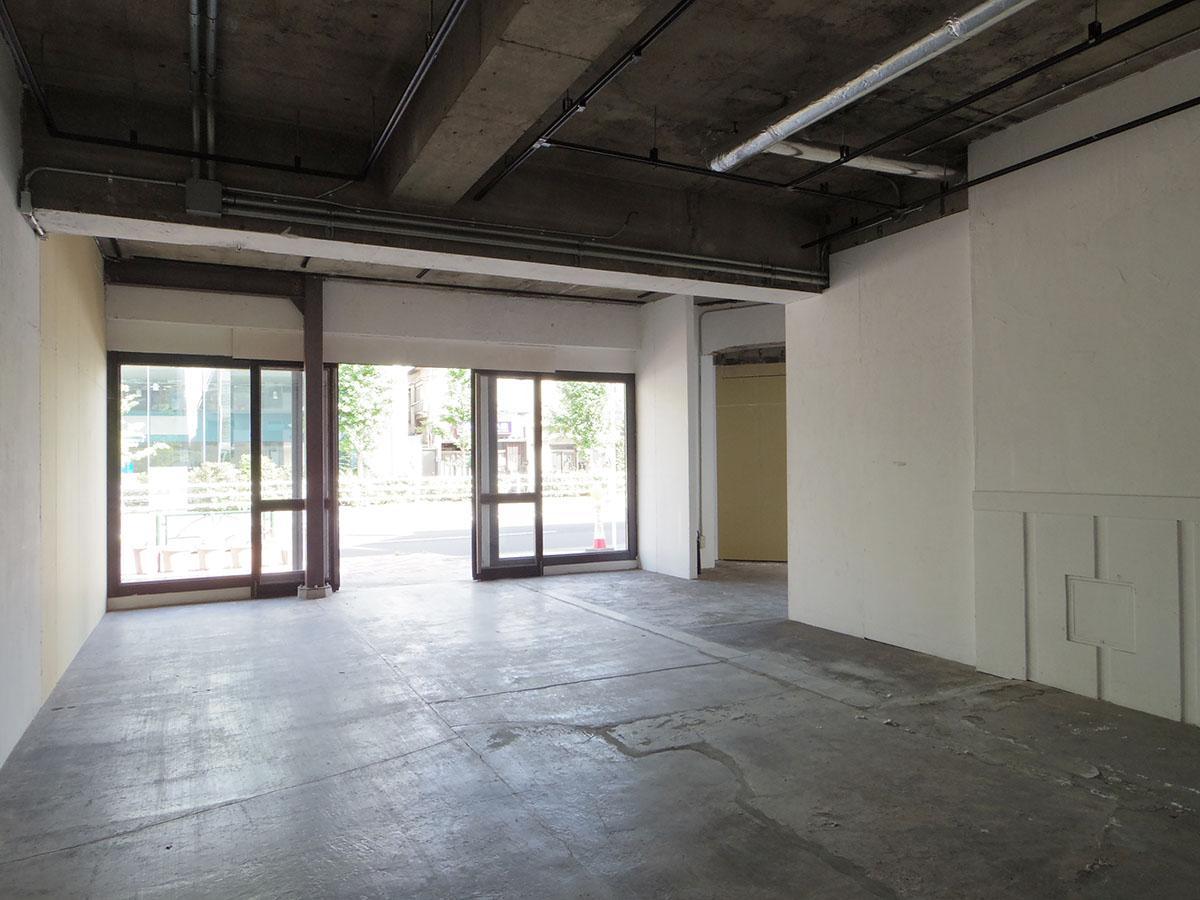 101号室:天井高は約2.9m。開放感ある空間