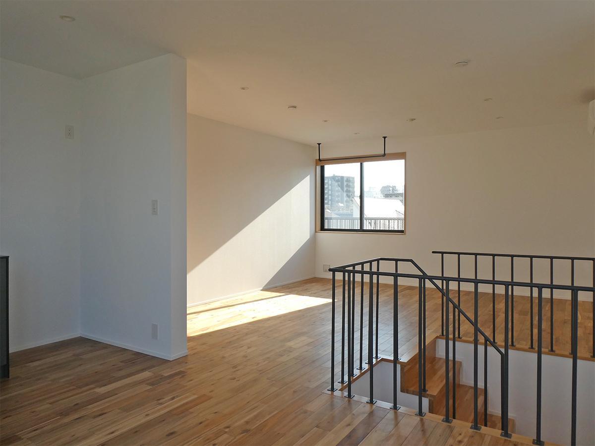 204、202号室:3階のLDKを東側から。203は反転タイプ。天井高は約2.3m