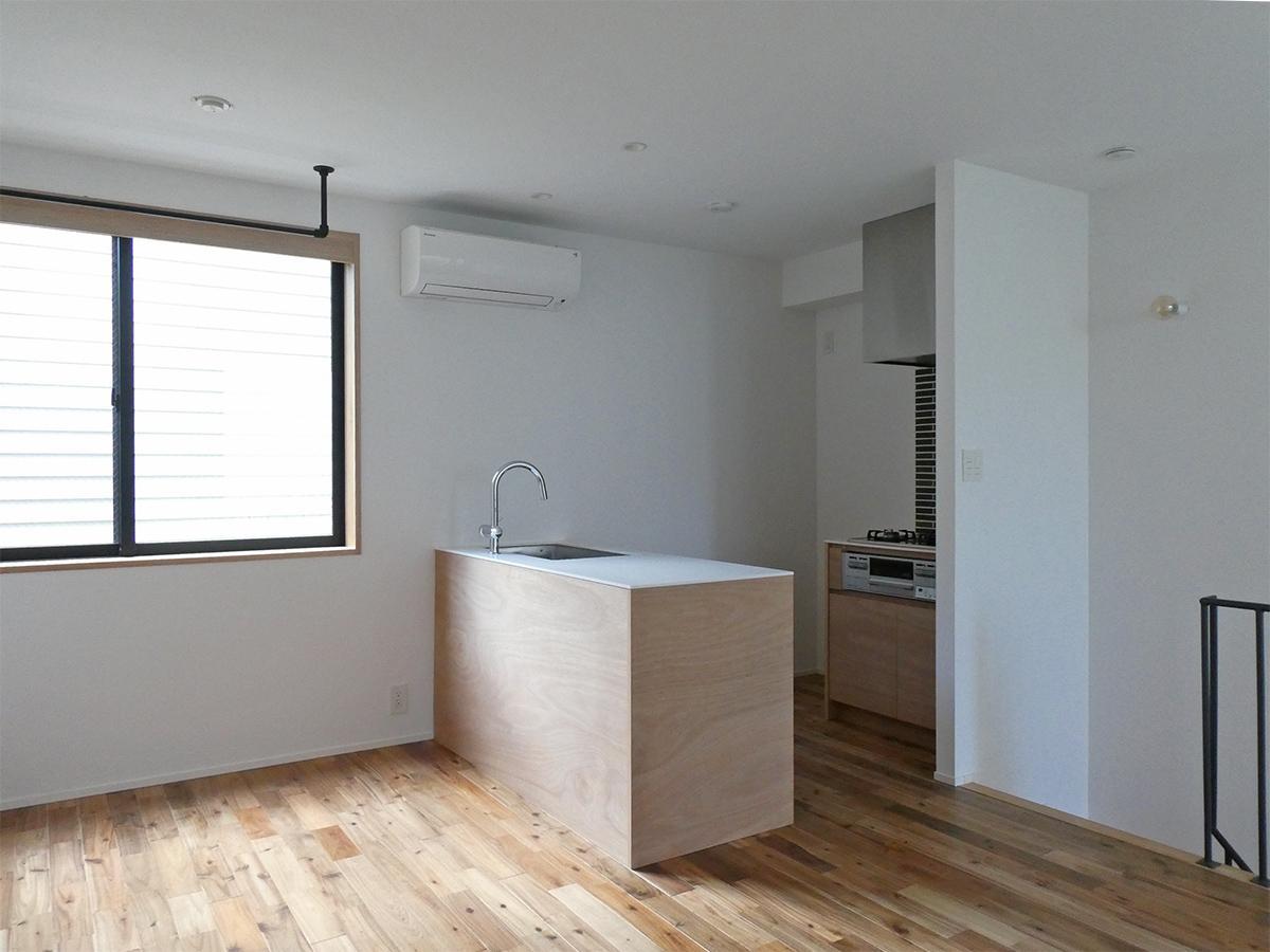 102、104号室:1階LDK。キッチンはアイランド型