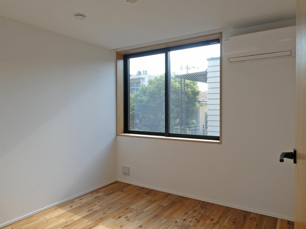 204、202号室:約4.3畳のストレージルーム。寝室にも