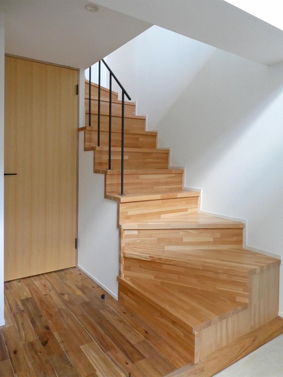 102、104号室:階段