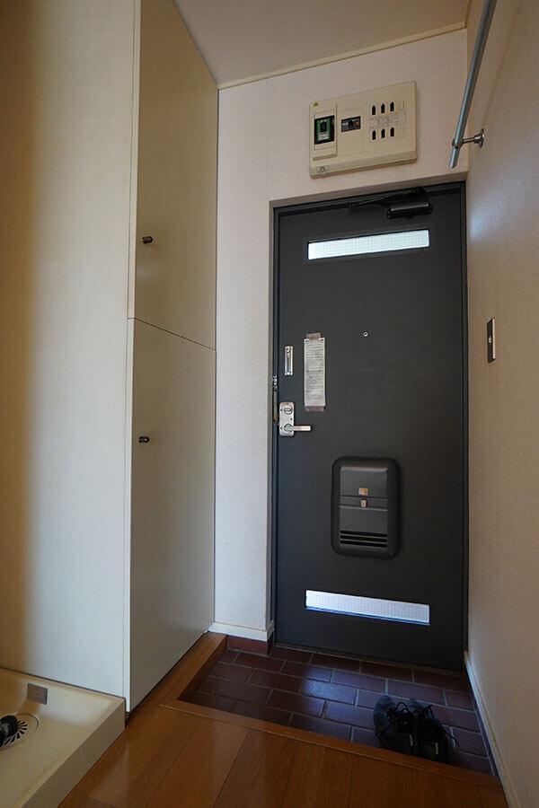 玄関。靴収納もあって、すっきり使えそう