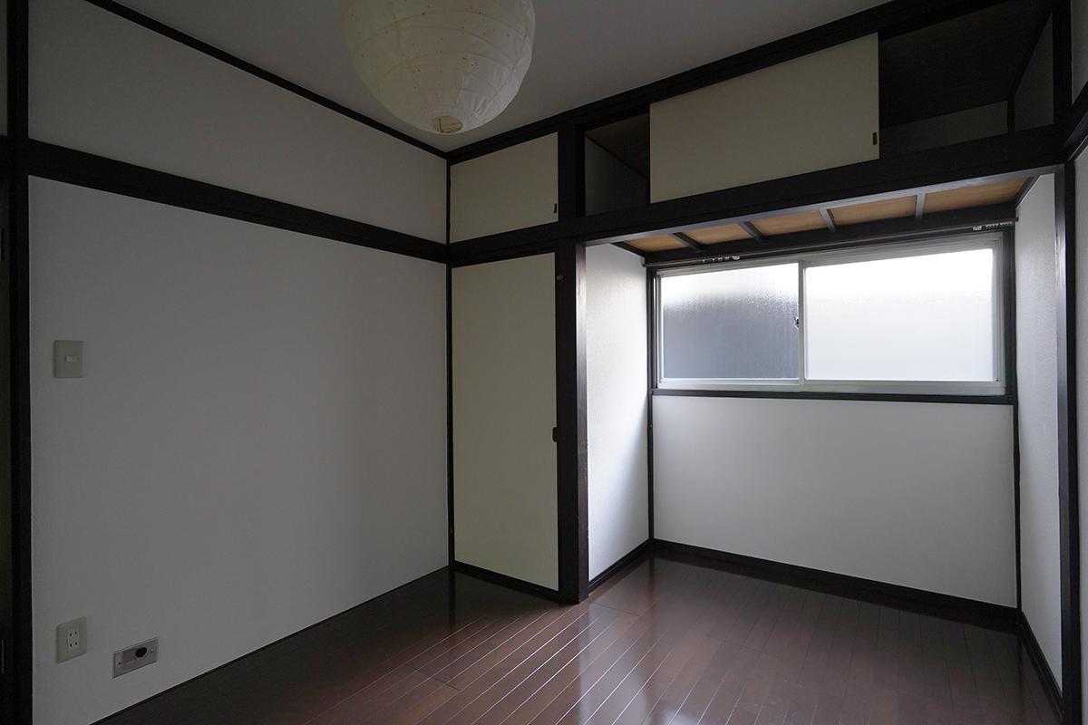 (102号室)この凹んだ部分にちょうどベッドの頭を入れられます