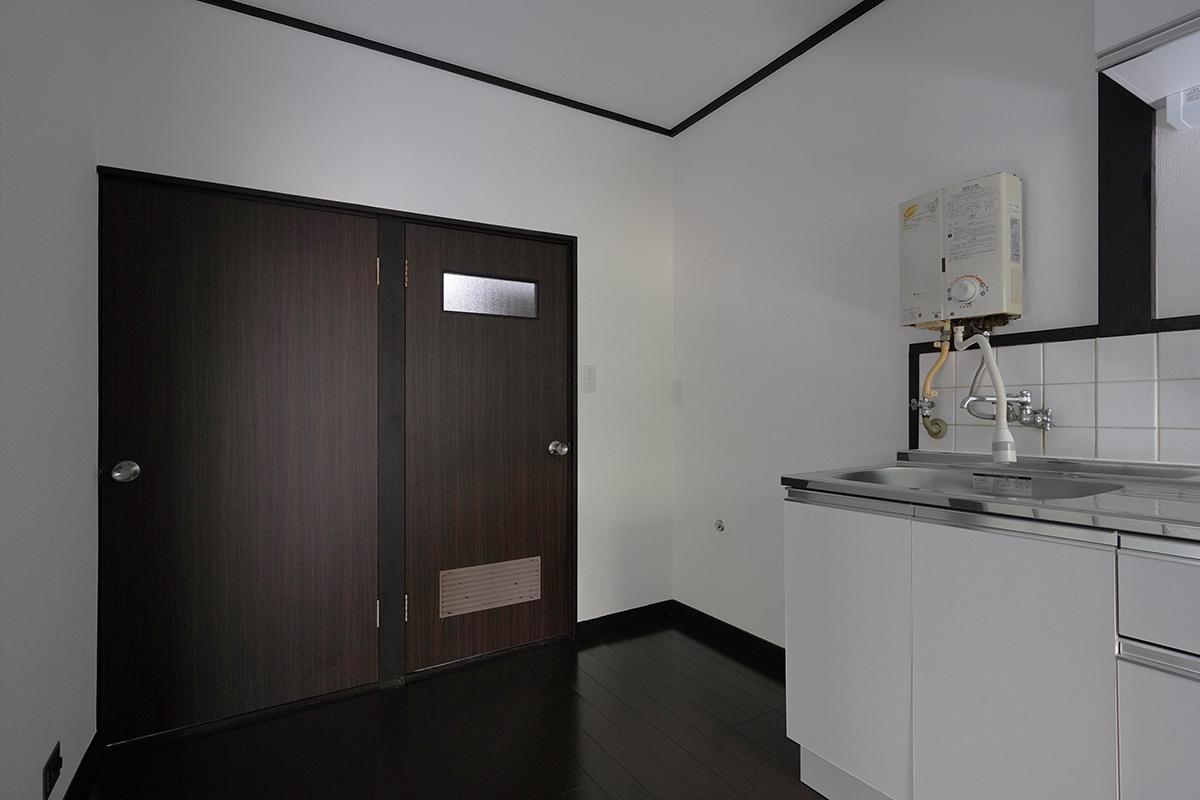 (101号室)右側の扉の奥が水回りです