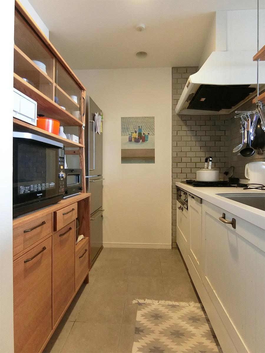 オープンキッチンは一部がタイル張り