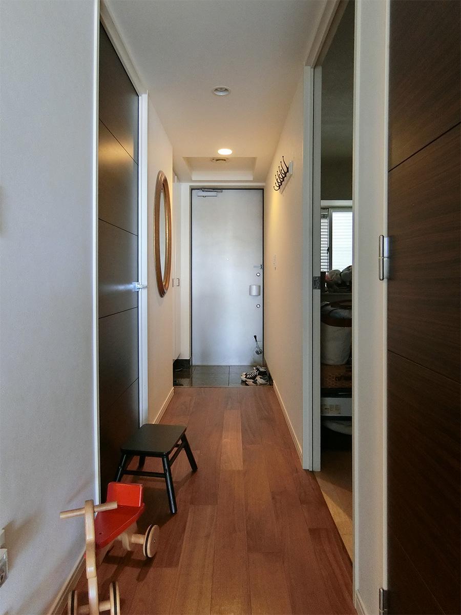 洋室や水回りの扉は分譲時のものをそのまま使っています