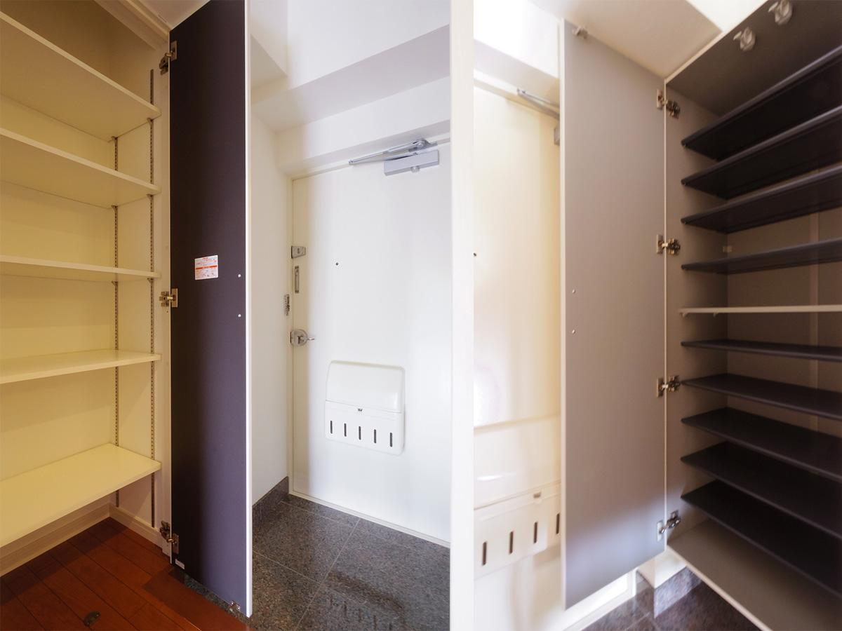 玄関スペース。充実した収納