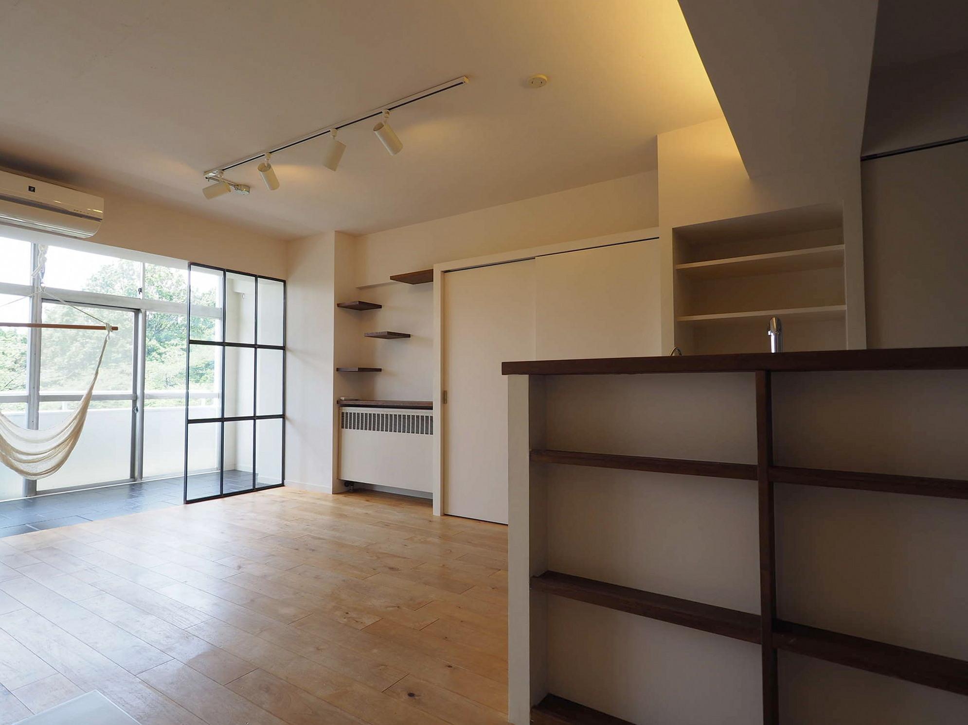 キッチンの全面は収納スペース