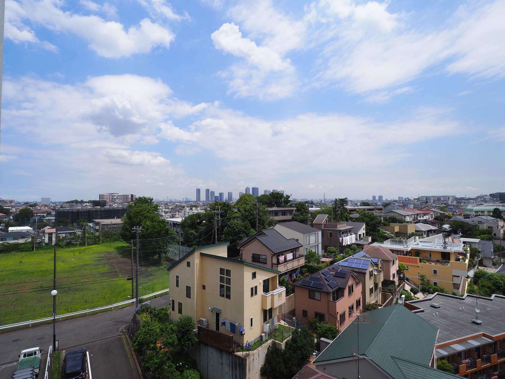 7畳の洋室からの眺望(奥は武蔵小杉のタワマン)