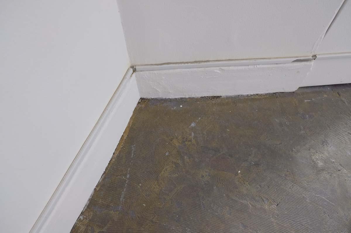 2階:渋い表情の床、壁