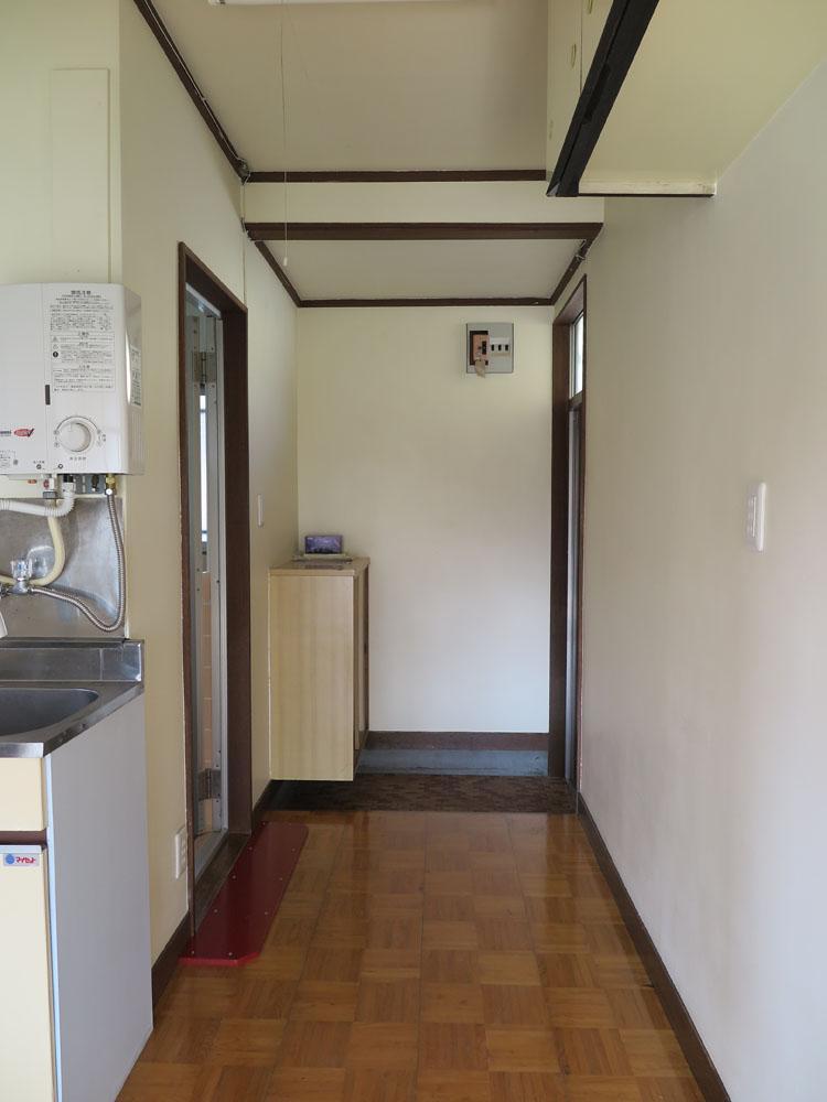 広めの廊下。棚など置けそう