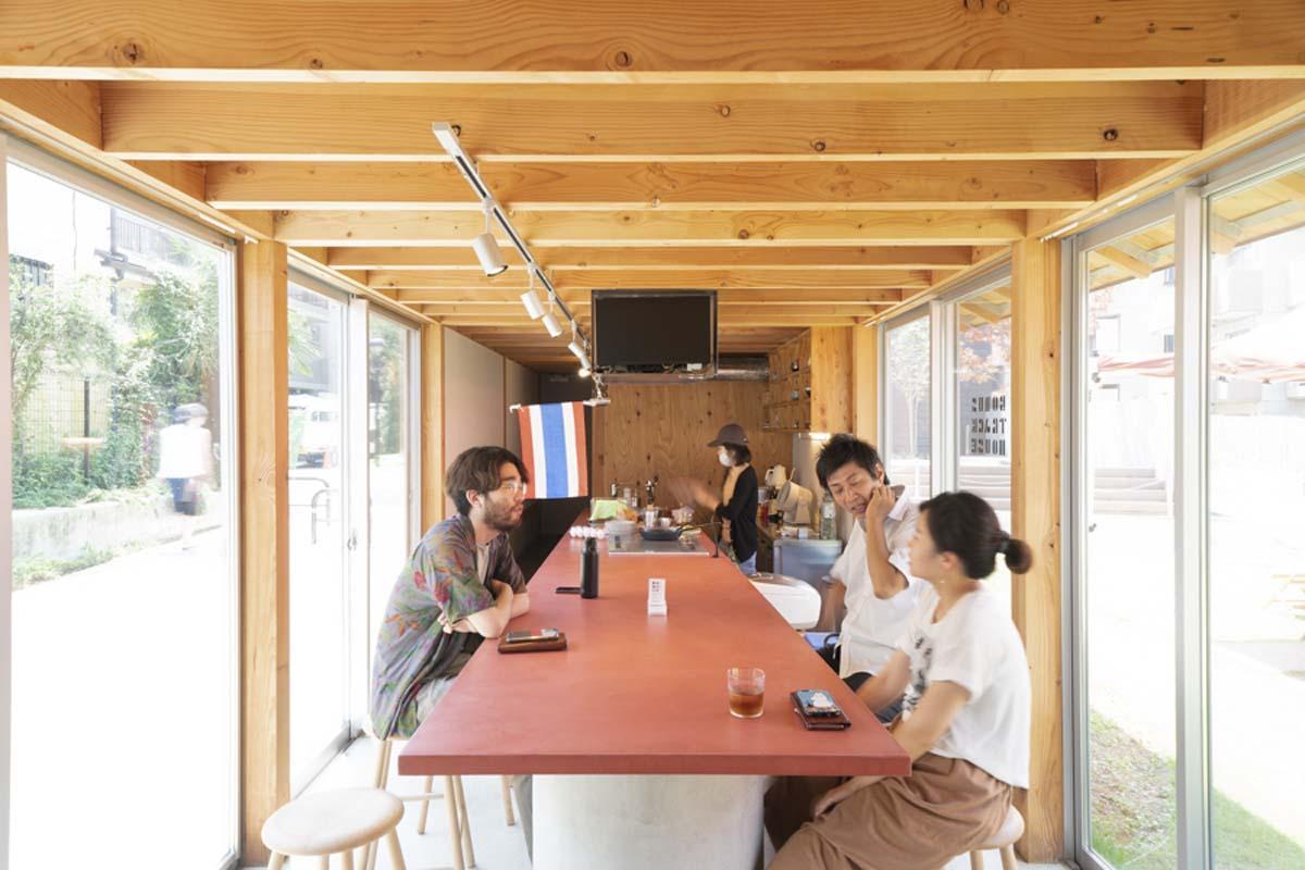 HOUSE:1階キッチンスペースでのタイ料理の会の様子(©︎Hajime Kato)