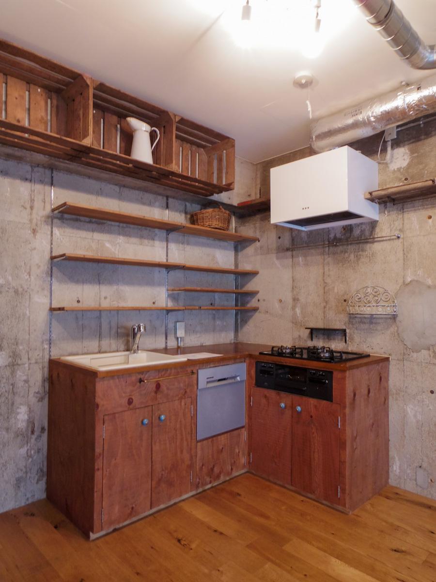 雰囲気の良いキッチン。見た目だけではなく、食器洗浄機付きで機能性も確保されている