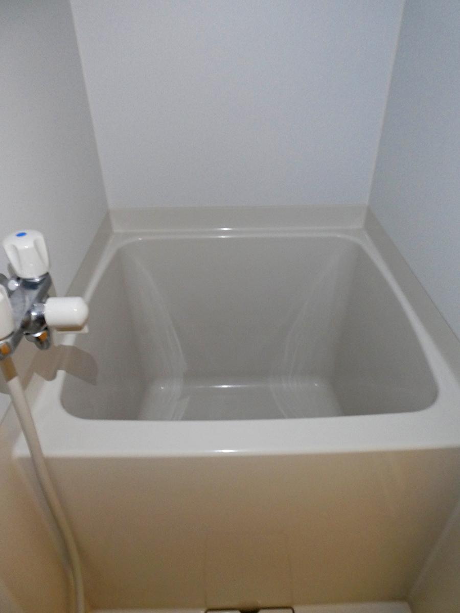 浴槽は約70cmとミニマム