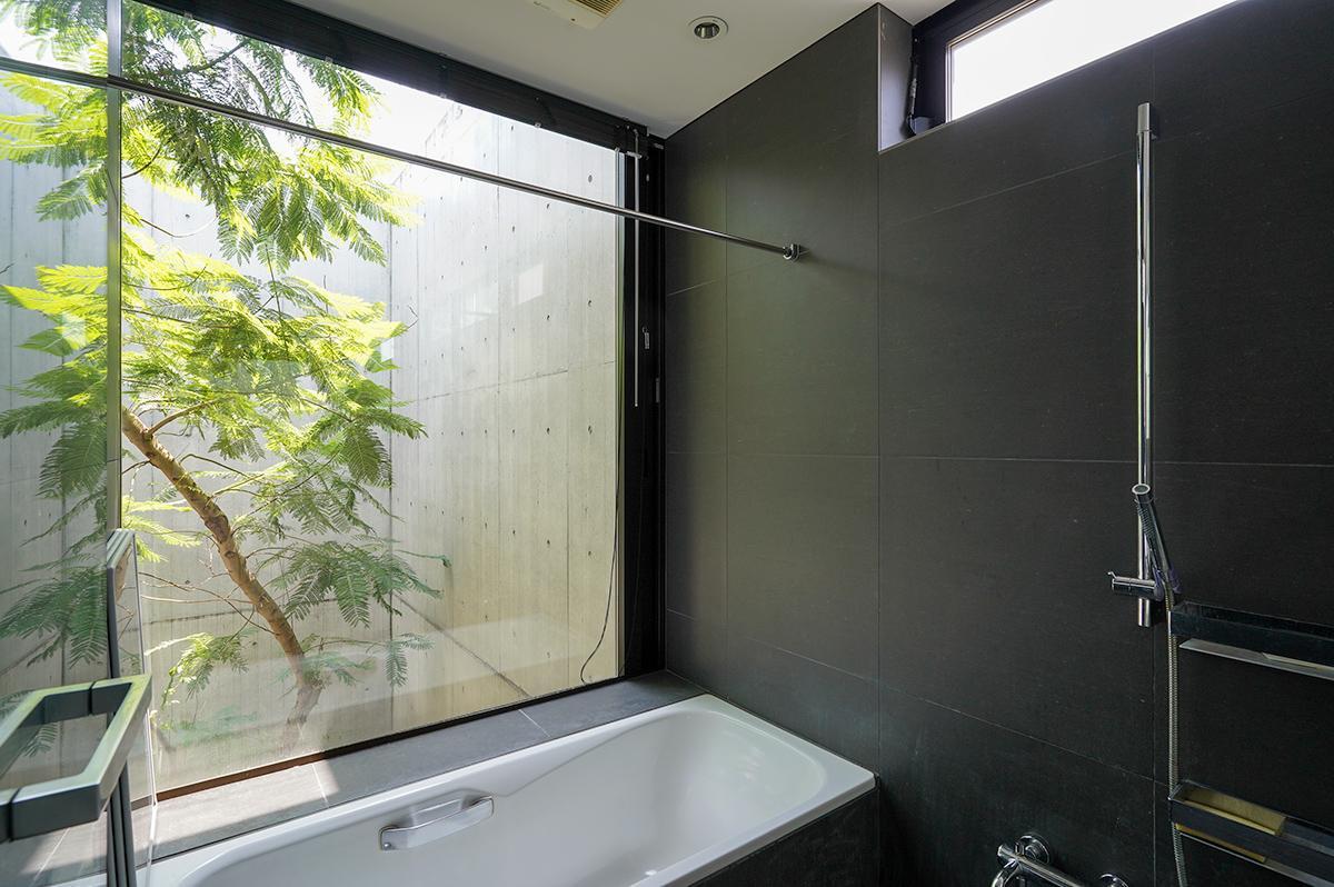 浴室もご覧の通りの開放感