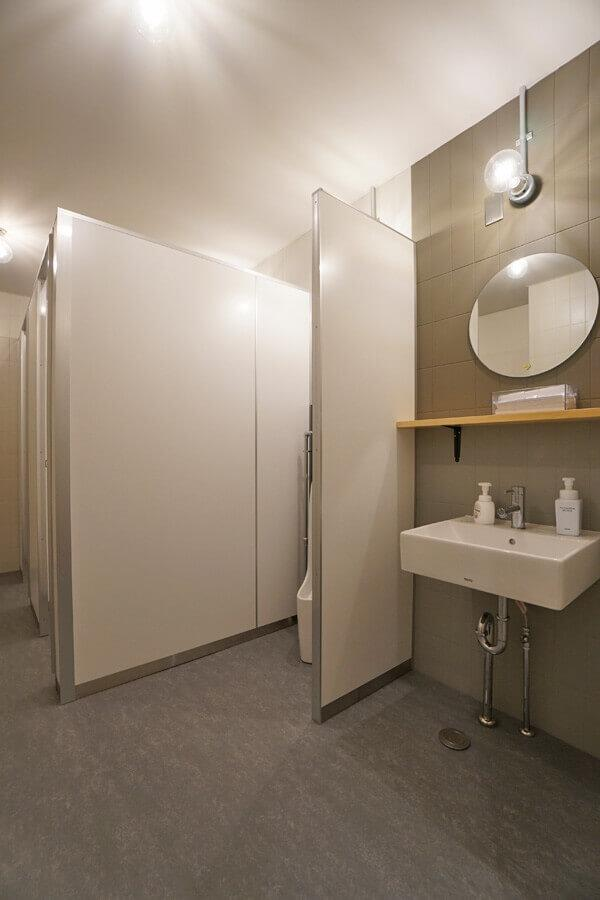 トイレもオフィスのデザインに合わせています