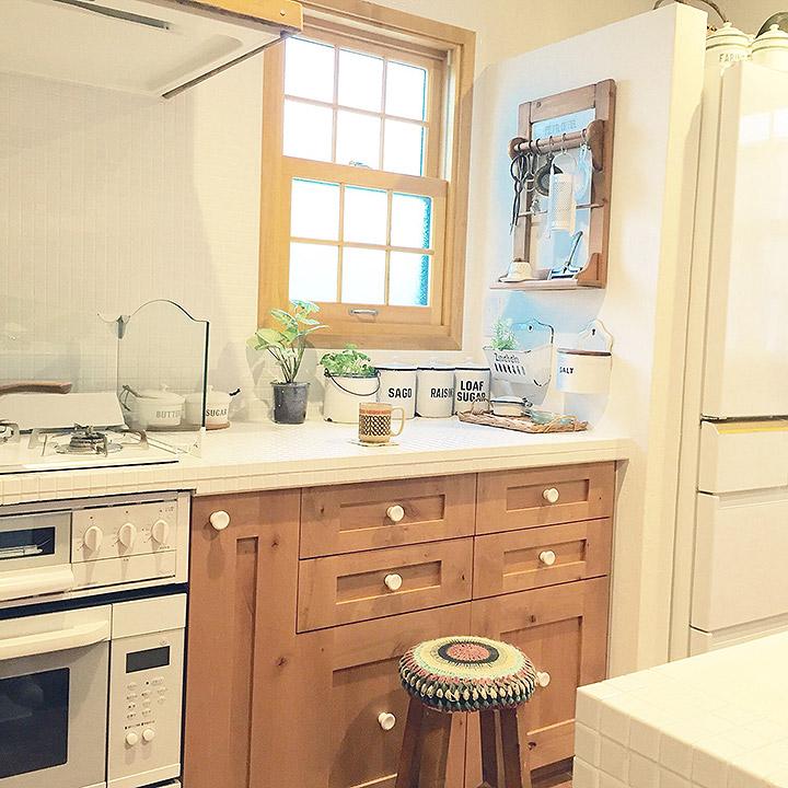 「大好きなものでカスタムした念願のキッチン!ホワイトナチュラルな幸せ空間」憧れのキッチン vol.21 yumiさん
