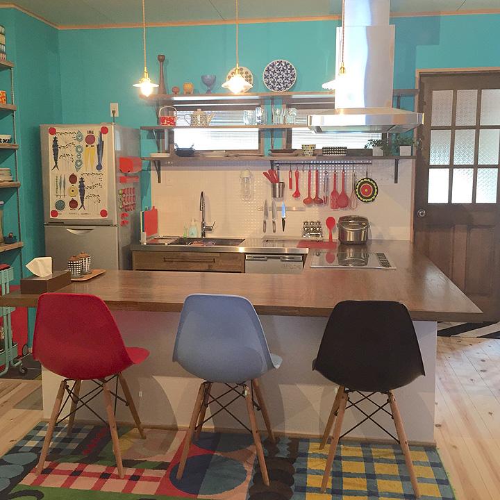 「『好き×使いやすい』の理想形。鮮やかな配色で魅せる、モダンな北欧cafeスタイル」憧れのキッチン vol.59 kiraraさん