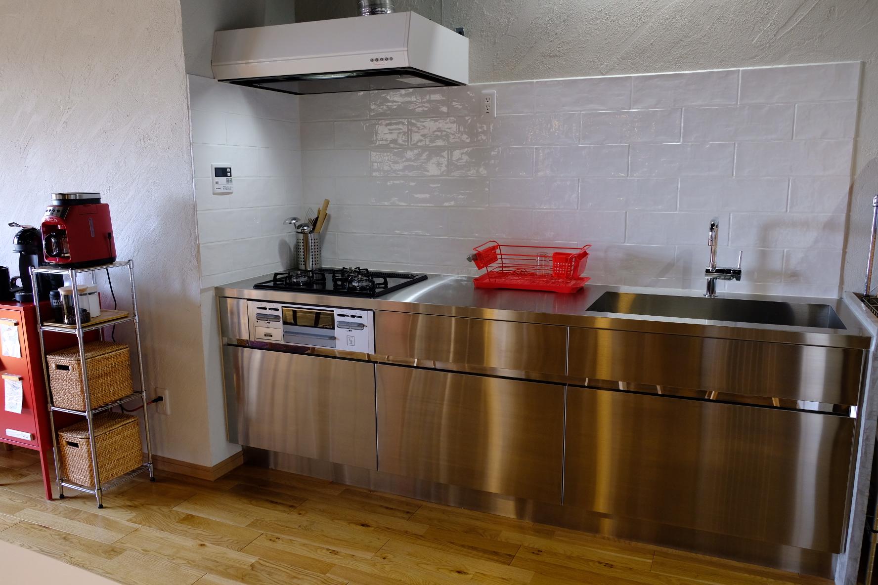 「無駄なくスマートに、インテリアを引き締めるI型キッチン」 by takayoさん