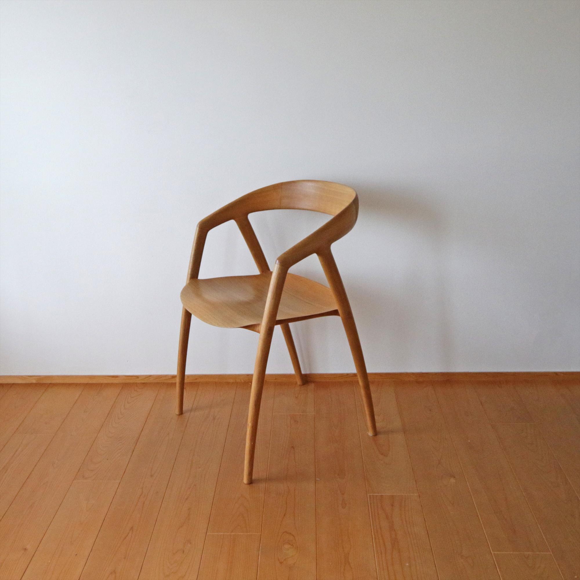 「和に合う、シンプルモダン。彫刻のように美しい、木の椅子」 by pixisukeさん