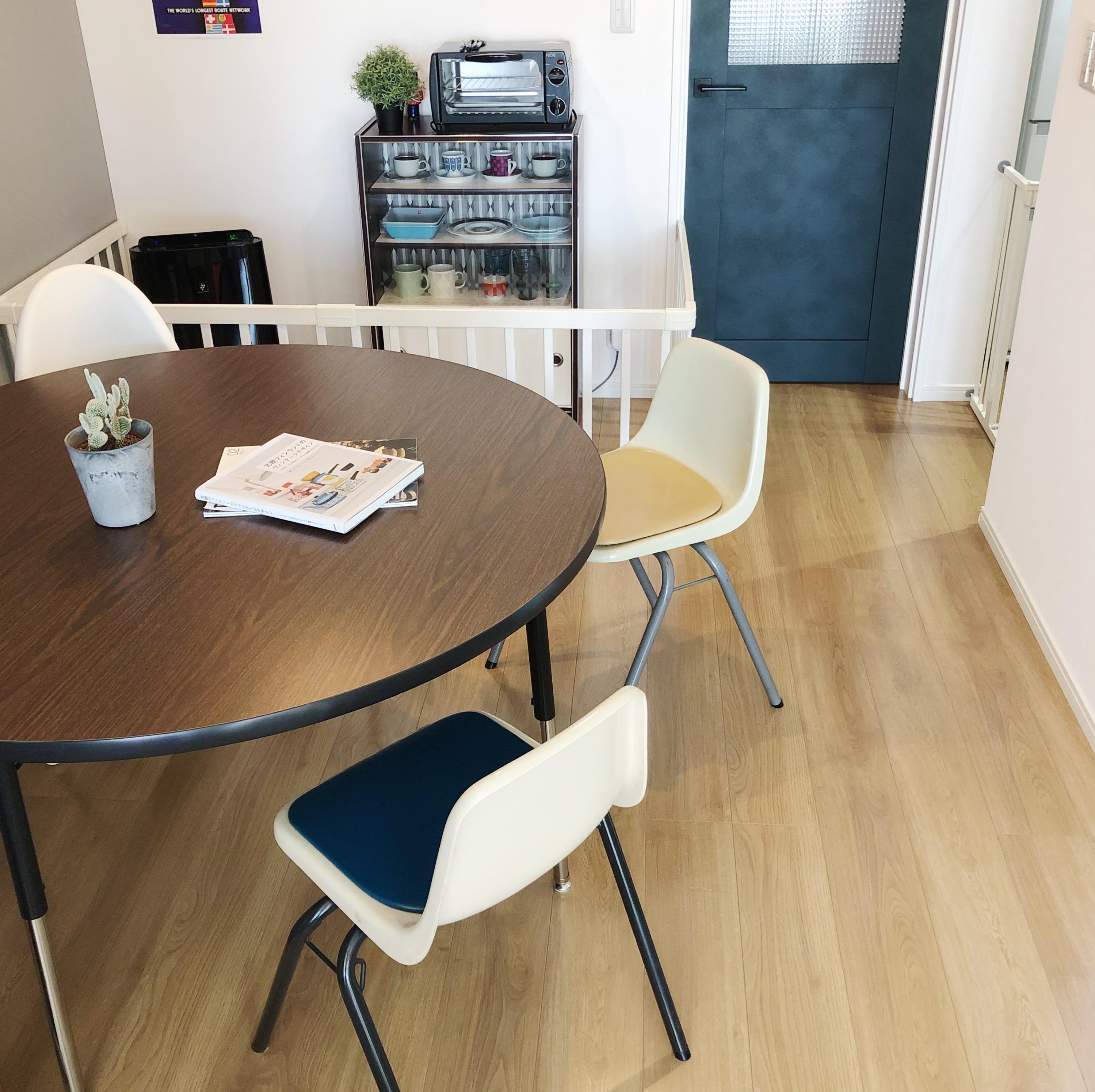「確かな存在感を放つ、シックでシンプルなラウンドテーブル」 by ujoさん