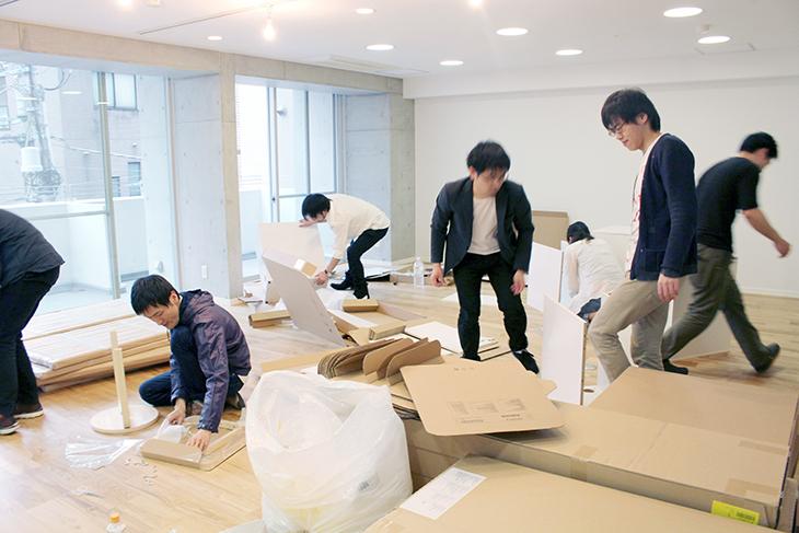 引越し時。自分の使う家具は自分で組み立て