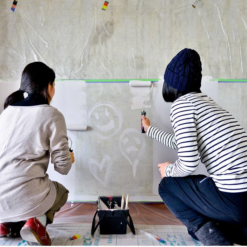 【無料サンプリング】ROOMBLOOMカラーとWOODPROの杉古材板を使って、自由にウォールデコレーションしてくれるユーザーさん募集!