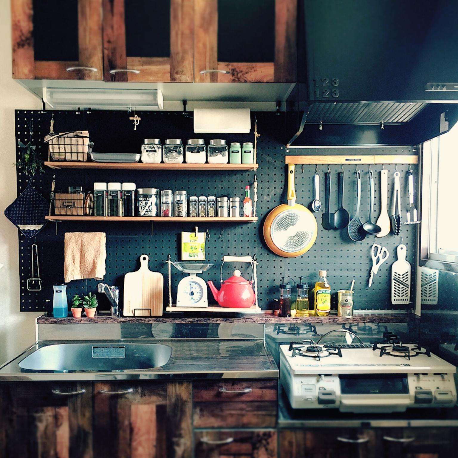 d5ee039644 キッチン収納術51選!100均やニトリのアイテム活用実例も! | RoomClip mag | 暮らしとインテリアのwebマガジン