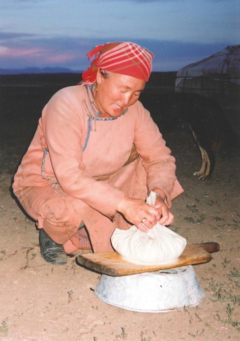 世界の乳文化図鑑⑤ 合理的な乳加工の知恵を伝承