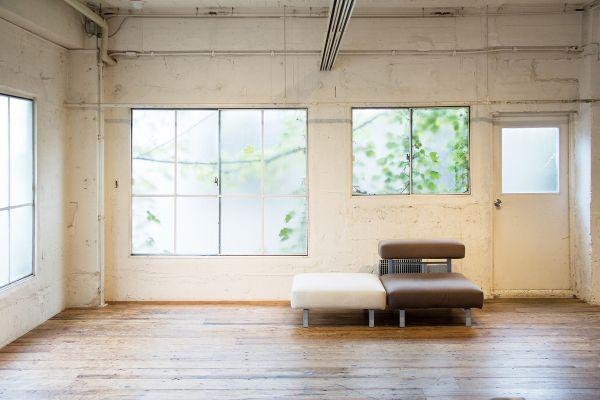 LIGHT BOX STUDIO 青山 2F (ライトボックススタジオ)2F南東ソファー