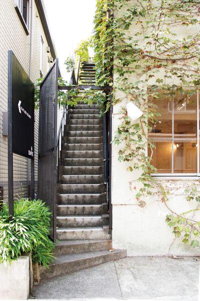 LIGHT BOX STUDIO 青山 2F (ライトボックススタジオ)2F入口に続く階段