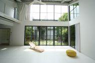 LIGHT BOX STUDIO 中野 Ast (ライトボックススタジオ):A-3 光が射し込む南窓は高さ5m