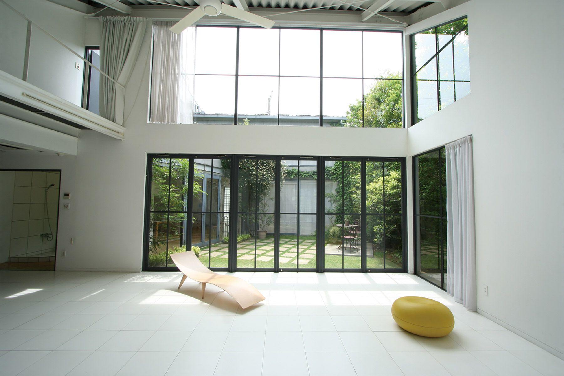 LIGHT BOX STUDIO 中野 Ast (ライトボックススタジオ)A-3 光が射し込む南窓は高さ5m
