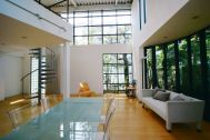 LIGHT BOX STUDIO 中野 Ast (ライトボックススタジオ):A-1 南に5mの窓、西に半円形の窓