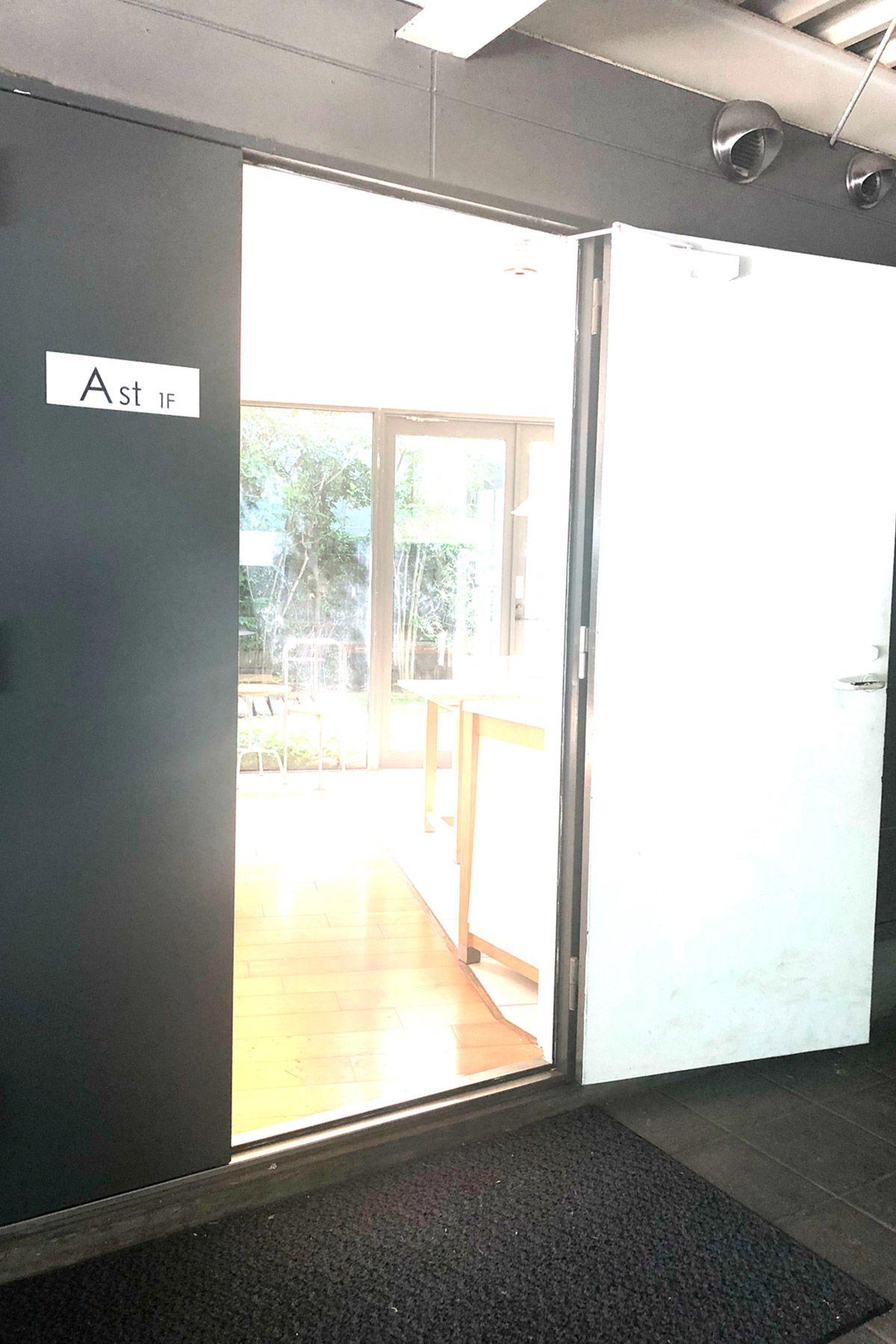 LIGHT BOX STUDIO 中野 Ast (ライトボックススタジオ)駐車場から室内