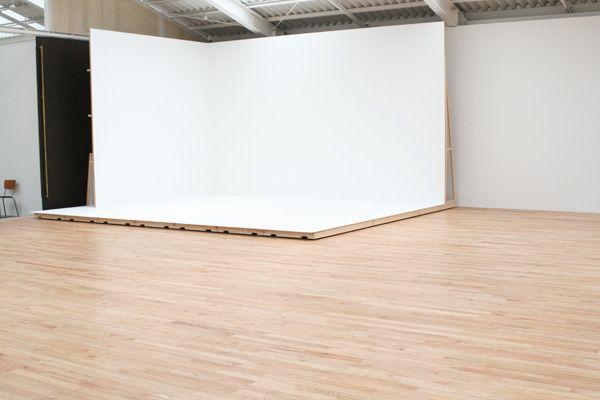 studio roof(スタジオ ルーフ)移動可能なステージ