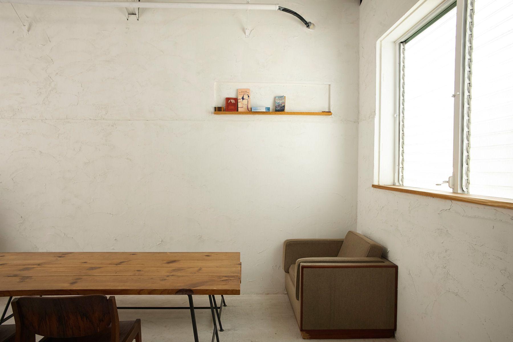 STUDIO MAU(スタジオ マウ)ニュアンスのある白壁