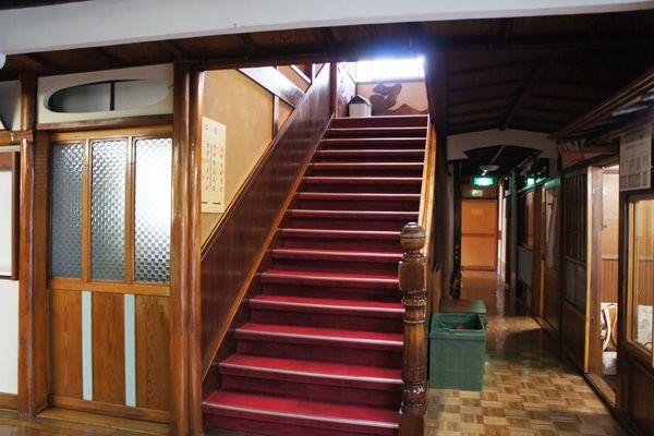 HOMEIKAN 本館・台町別館/旅館 (ホウメイカン)本館_1F 階段