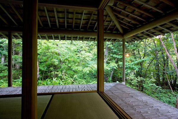 蓼科山荘(別荘)窓を開けると開放的な次の間