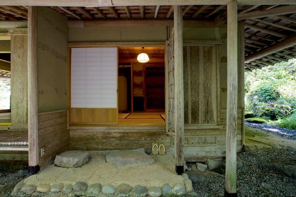 蓼科山荘(別荘)茶室への入口