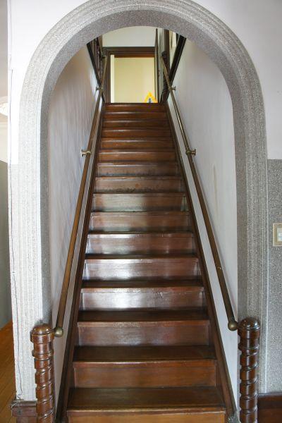 大日苑(ダイニチエン)/旧植竹庄兵衛邸和洋折衷な階段