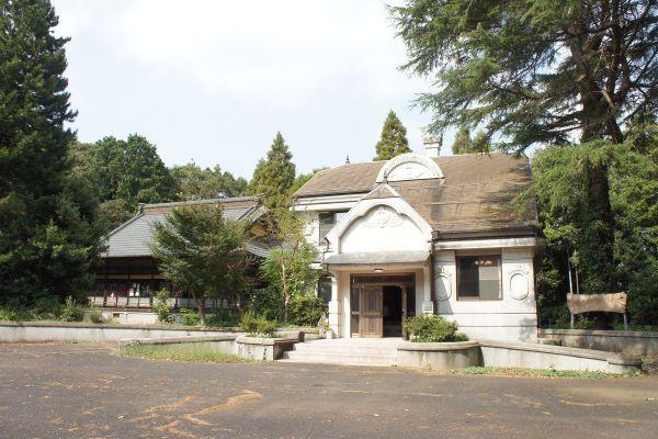 大日苑(ダイニチエン)/旧植竹庄兵衛邸左:日本家屋 右:洋館