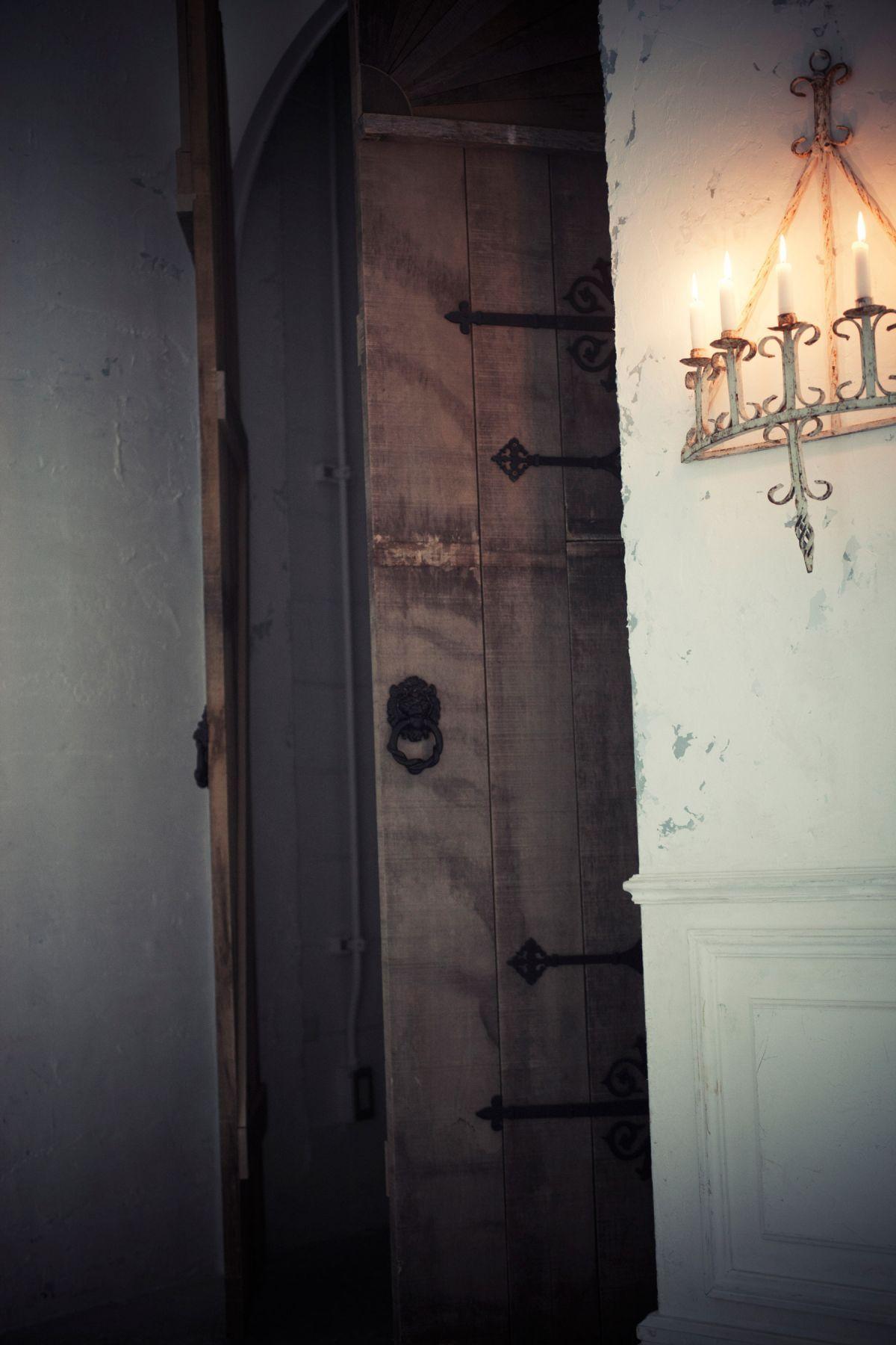 Le CAVE STUDIO (ル・ケイブ スタジオ)old big door