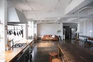 studio rue scipion  (スタジオ リュシピオン):キッチン正面の柔らかな光