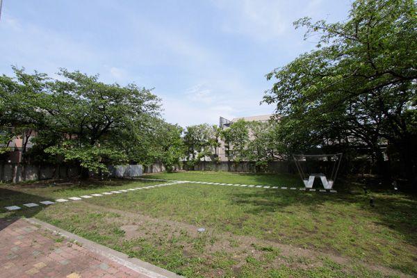 文苑邸(ぶんえんてい)芝生の庭