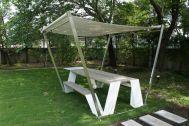 文苑邸(ぶんえんてい):庭のベンチ