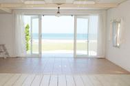 STUDIO iiwi 鹿嶋  (スタジオ イーヴィ):海を望む大きな窓