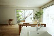 FOTOM(フォトム):キッチン越しの東側の窓
