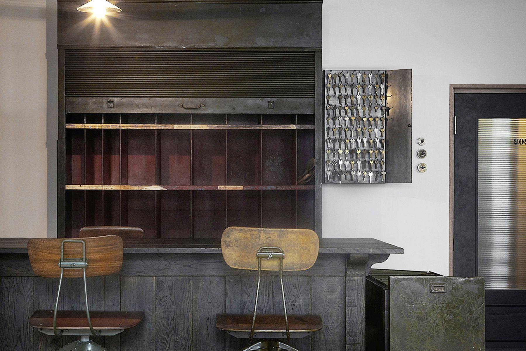 Perfectly-Blank (パーフェクトリーブランク)Bar?ホテルのフロント?